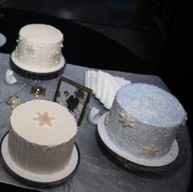 Snowflake cakes
